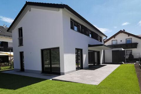 Doppelhäuser und EFH Langengeisling